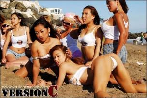 x3 Live Models: Beach Tug a War - 115 images