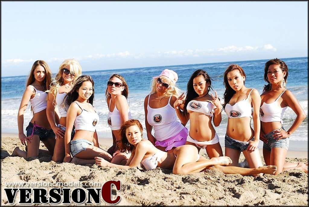 x3 Live Models - Beach Tug a War - 115 images