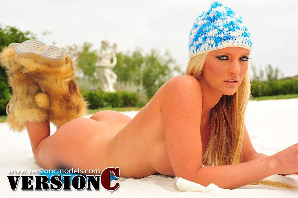 Holliann Locke: Sand Bunny set 3 - 66 images (Exclusive Nudes)